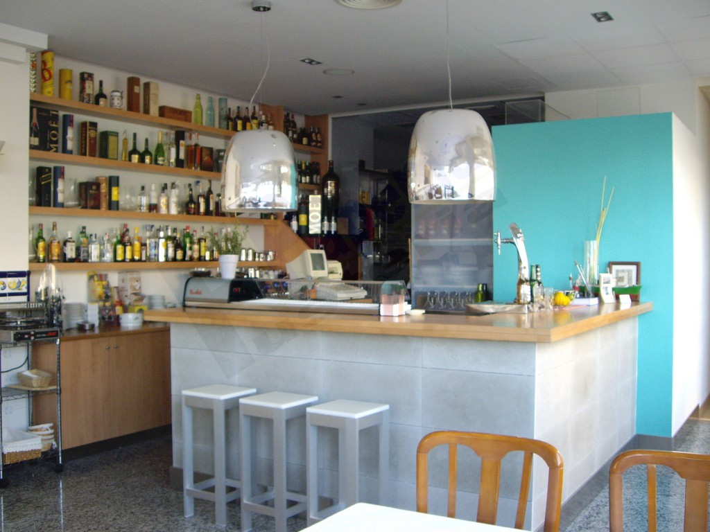 Galeria muebles bar fusteria papema for Muebles para resto bar
